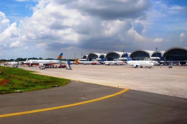 Bandara Sultan Hasanuddin Makassar Sulawesi Selatan. ZonaAero