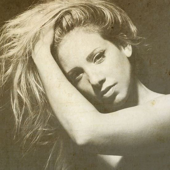 Keren Botaro, Songstress