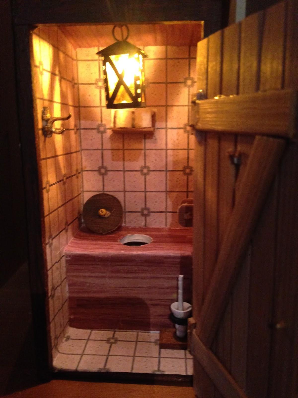 toilettenh uschen f r den garten geschichte von zu hause aus. Black Bedroom Furniture Sets. Home Design Ideas