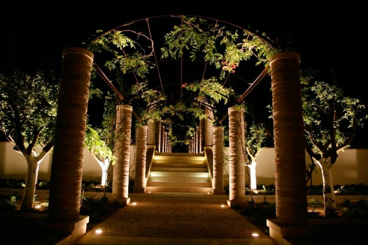 led lights on tree led garden lighting ideas - Garden Ideas Lighting