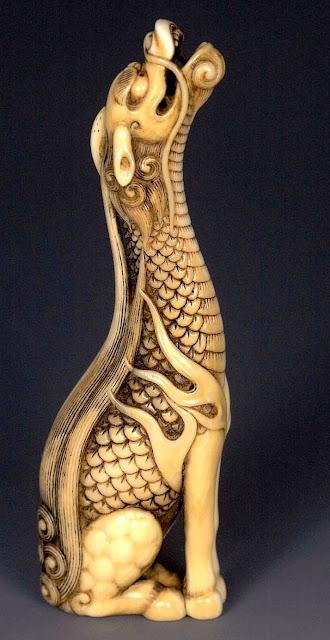 Japansk Netsuke föreställande ett mytologiskt djur - Kirin. Netsuken är gjord av Tomotada, ca. 1780.  © Copyright 1998