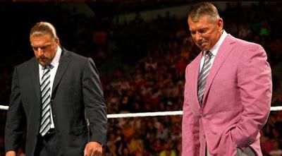 صور أشهر دموع المصارعين في WWE Triple-h-and-vince-mcmahon-cry