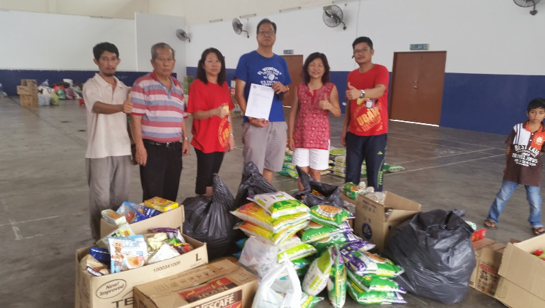Donation to Kelantan Flood Victims 1