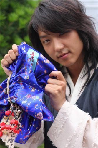 Bag Jun Ki