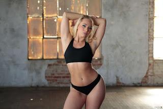Hot Naked Girl - sexygirl-83545_010-778529.jpg