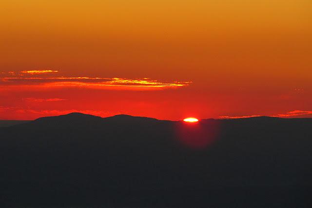 Wschód słońca na Babiej Górze (http://gorskiewedrowki.blogspot.com)