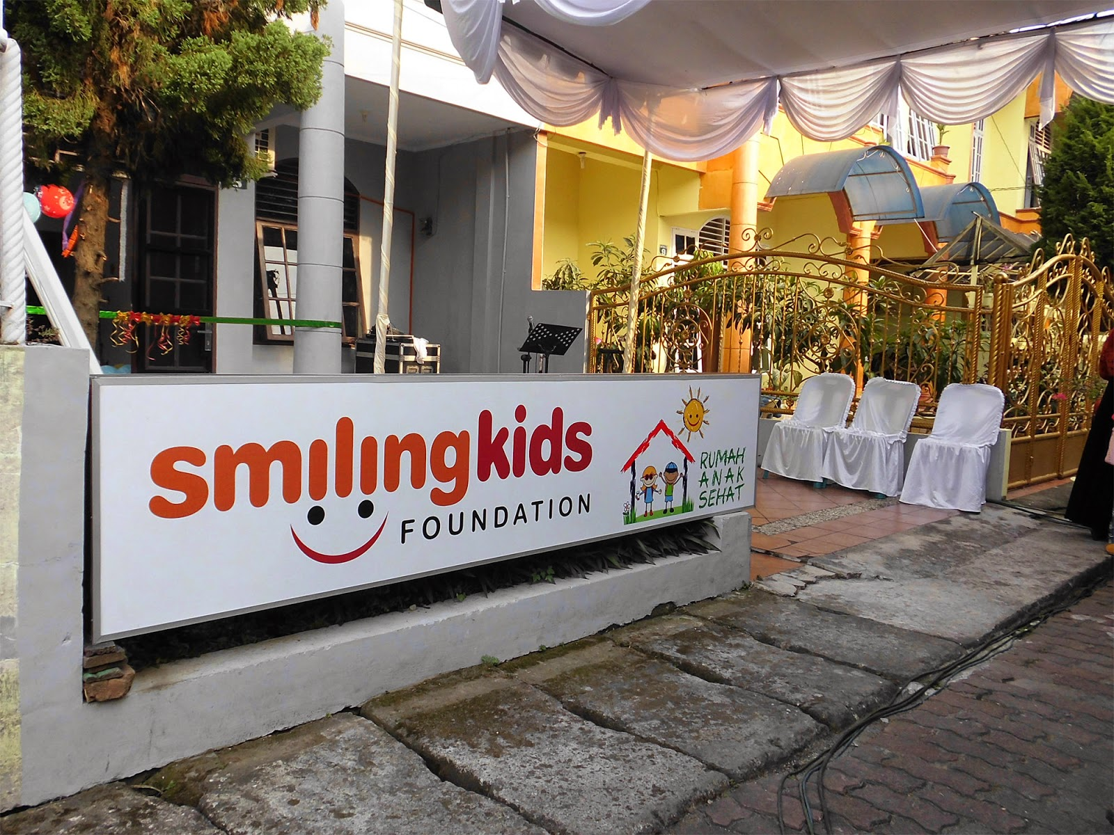 BLOG M di Peresmian Smiling Kids Foundation