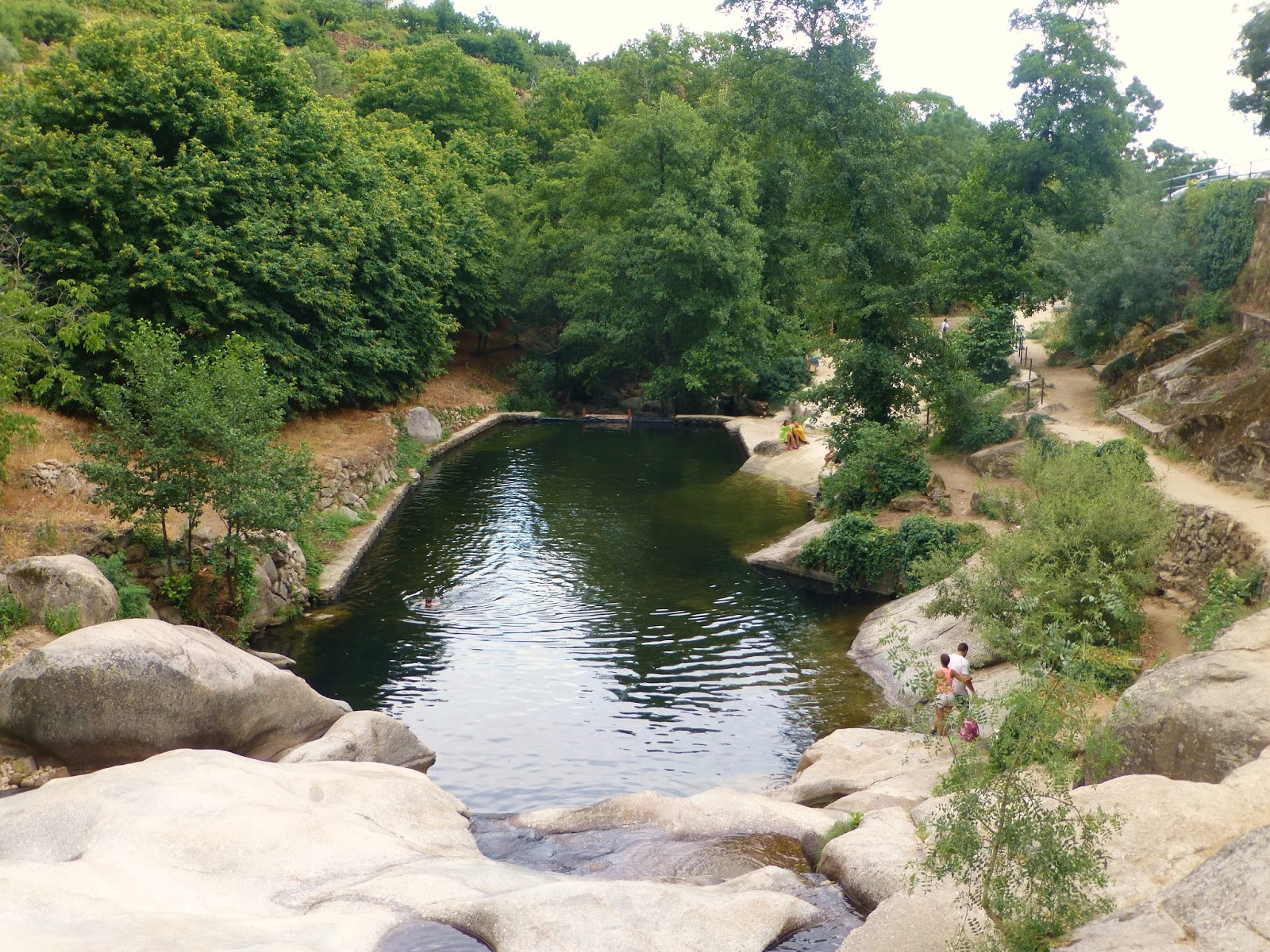Carretera y manta viajes y caminatas piscinas naturales for Piscinas naturales extremadura