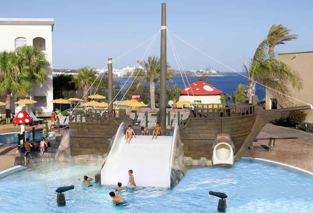 Hoteles para ni os playa blanca lanzarote hotel h10 rubic n palace - Hotel piscina toboganes para ninos ...