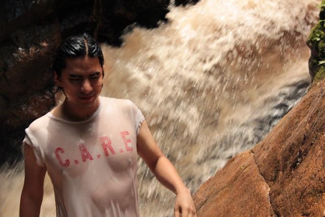 Cascada de agua en la selva