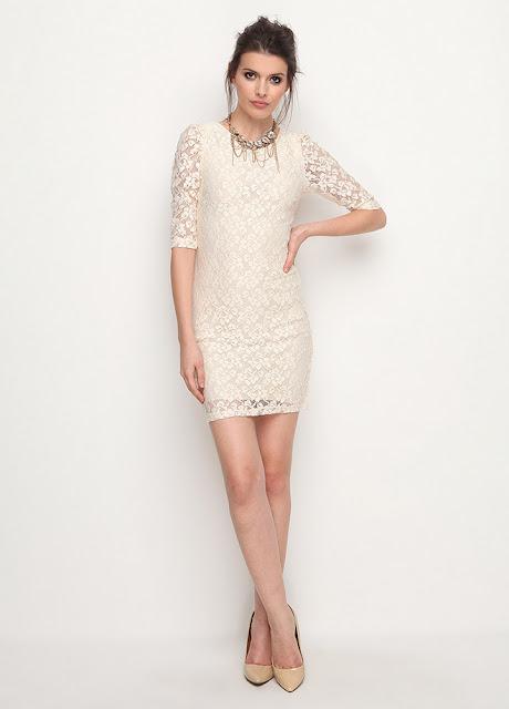 kolları dantelli beyaz mini elbise