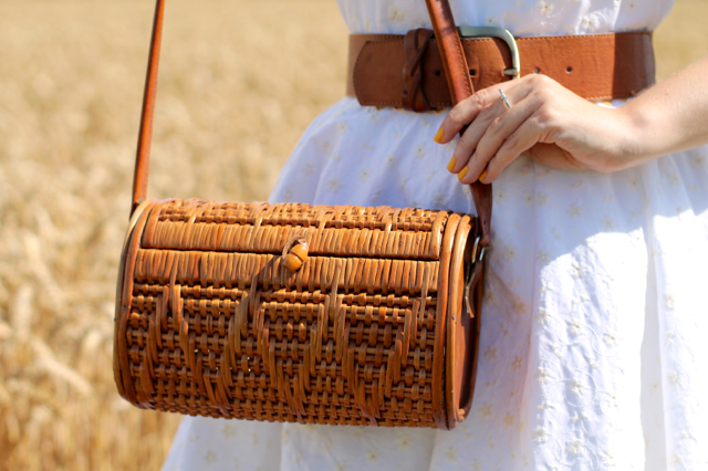Vintage 50s wicker barrel shaped bag