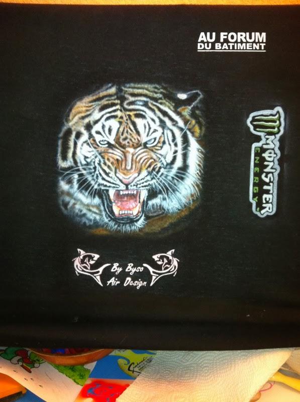 photo(13) tuto et pas a pas tigre sur teeshirt peinture aérographe