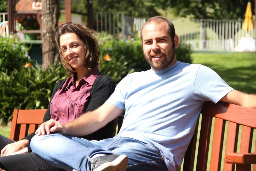 A equipe de reportagem da empresa Gol, Daniel Marques (repórter) e Ana Rovati (fotógrafa), responsável pela matéria sobre Teresópolis na edição especial de junho