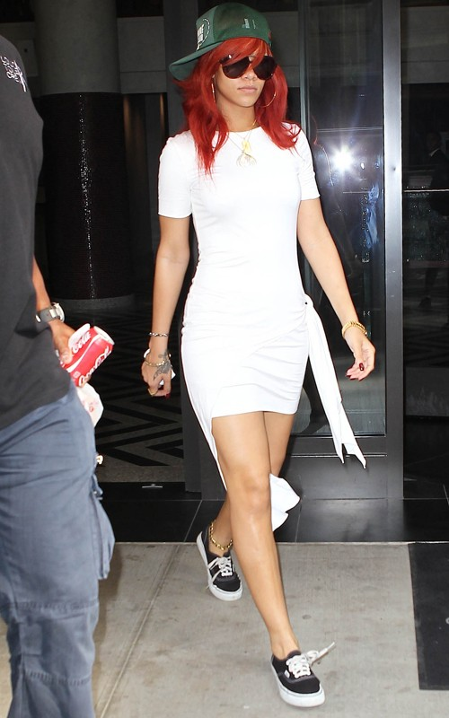 Steal Their Style Rihanna 39 S Casual Glam Candids
