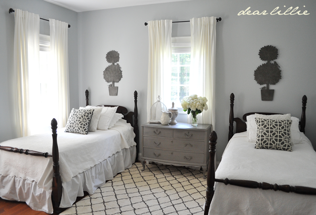 http://dearlillieblog.blogspot.com/2013/07/my-parents-guest-bedroom.html