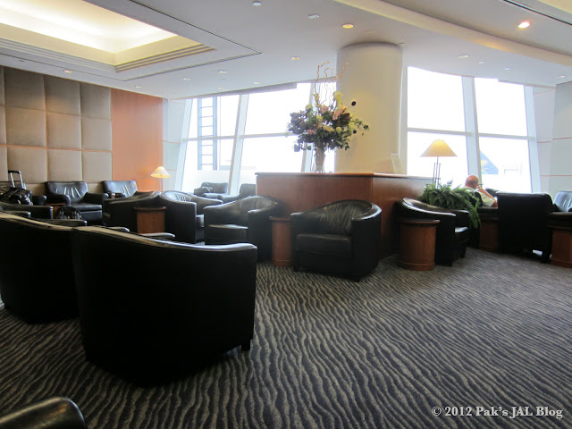 Open seating area at JAL First Class Lounge at JFK Terminal 1