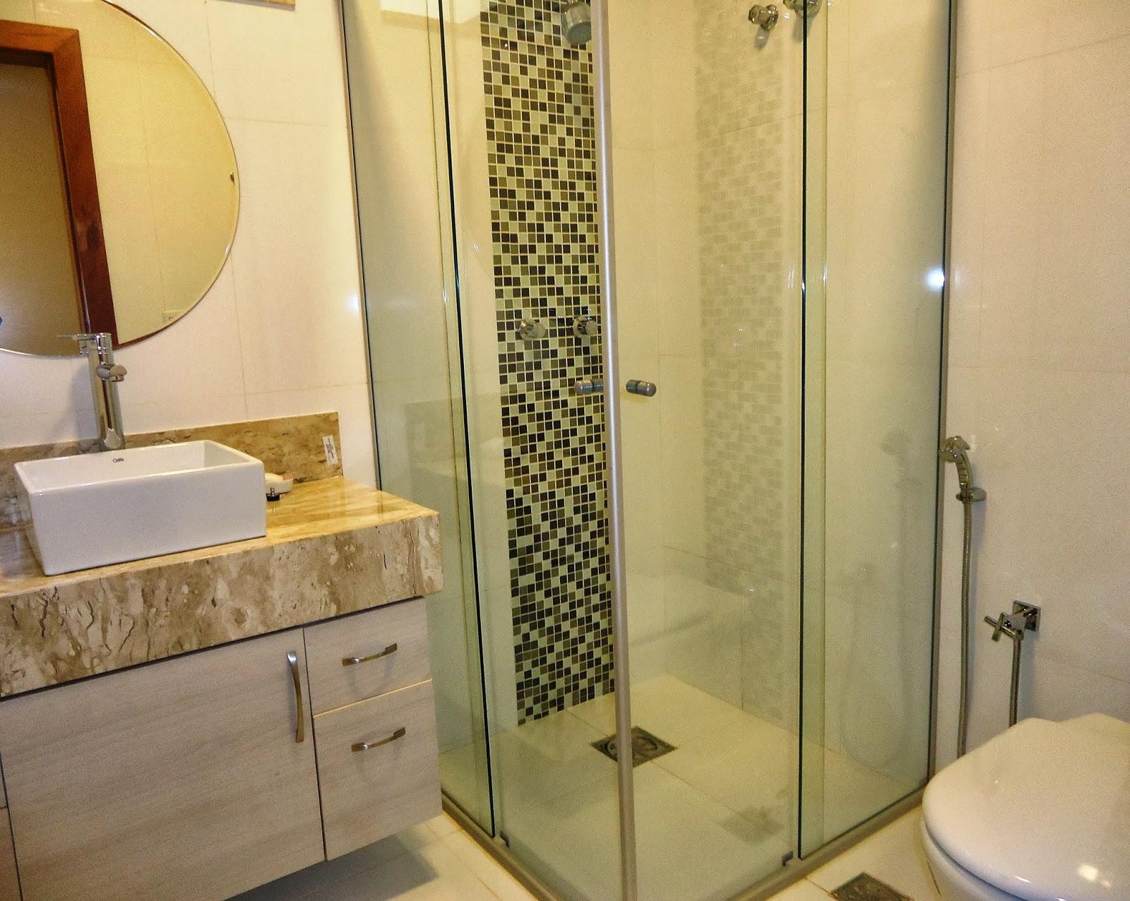 Detalhes dos revestimentos em pastilha: Banheiro Suíte 2 #AA7D21 1600x1276 Banheiro Com Revestimento Pastilhas