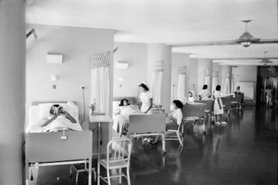 El Hospital Clínico Universitario.. Con todo y lámparas de techo!