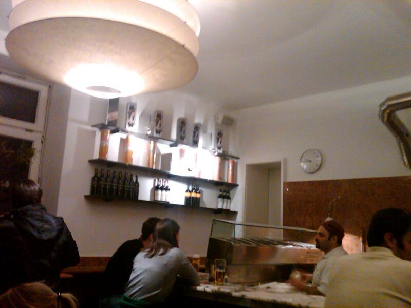 Pizza in München und die Küche von Ingo Maurer in Schwabing