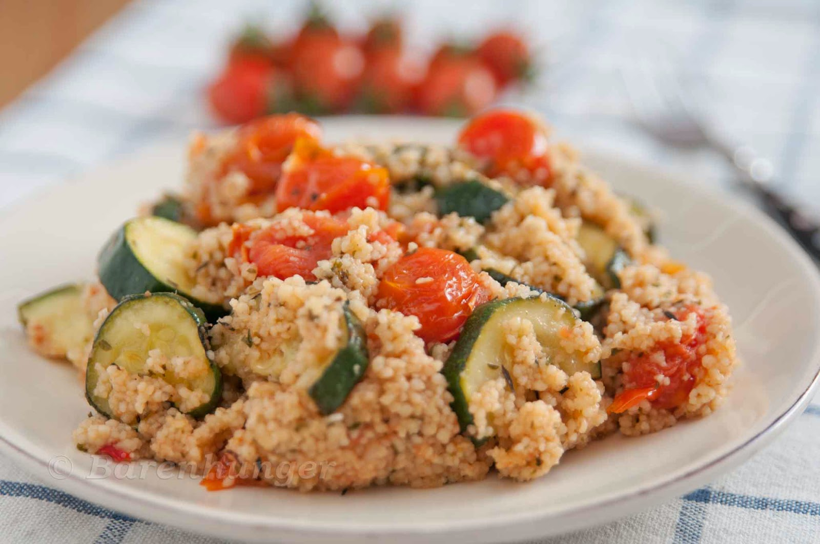 couscous salat mit zucchini und tomaten b renhunger. Black Bedroom Furniture Sets. Home Design Ideas