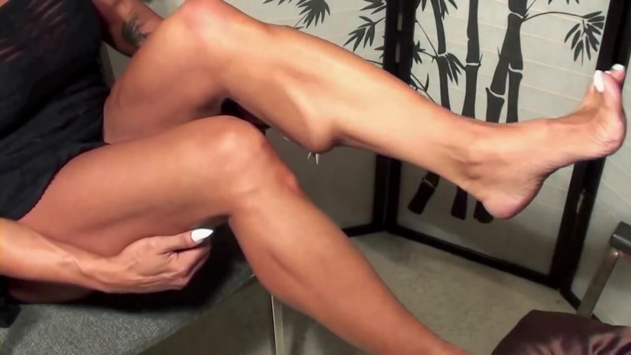image Latia del riviero long toenails lisa footplay