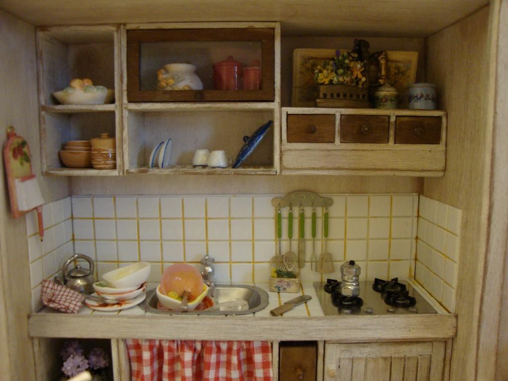 Bagus cucina nell 39 armadio bianca e marrone kitchen - Cucina bianca e marrone ...