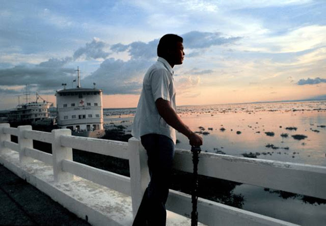 Mohammed Ali on the river Zaire, 1974