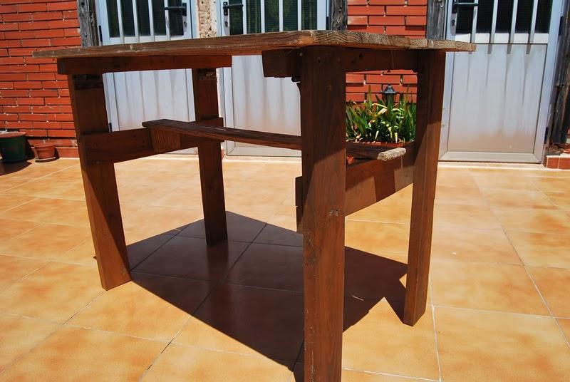 La taberna de la cuadrilla mesa de terraza hecha con palets - Como hacer una tarima para mesa camilla ...