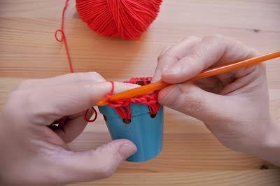 Cómo adornar macetas con ganchillo en Recicla Inventa