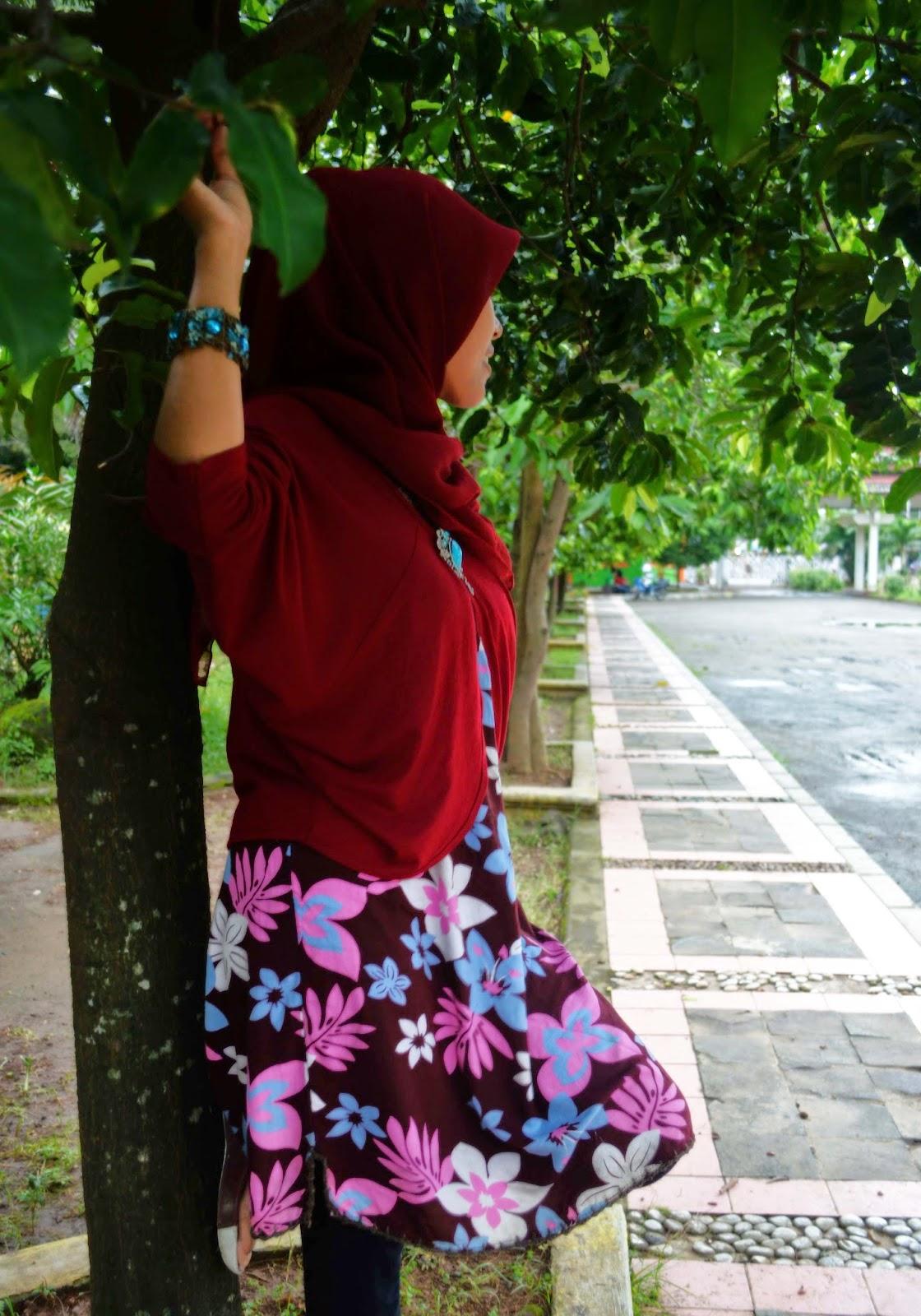 Perempuan yang setia menunggu hujan