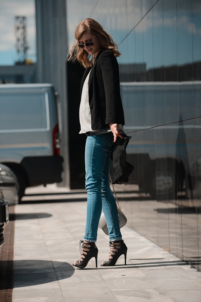 light jeans, lace up heels, chiffon shirt asymmetric black, black blazer, layering outfit, blogger