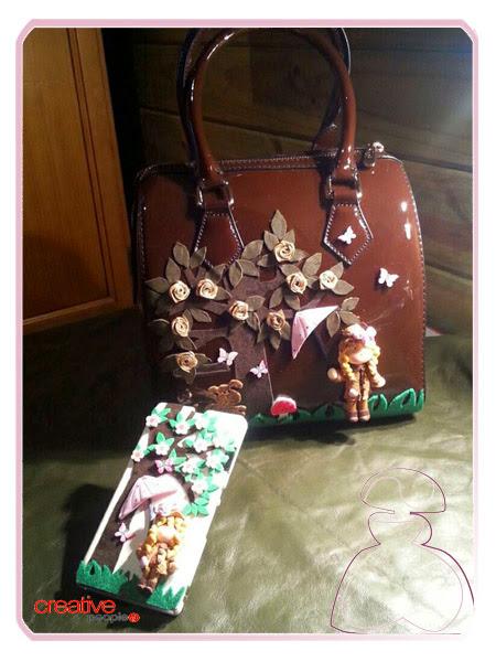 Bolso de mano en charol decorado a mano por Sylvia Lopez Morant a juego con funda de móvil también decorada a mano.