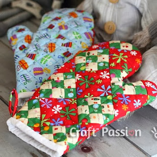 http://www.craftpassion.com/2012/12/quilted-patchwork-oven-mitt-for-christmas.html/2