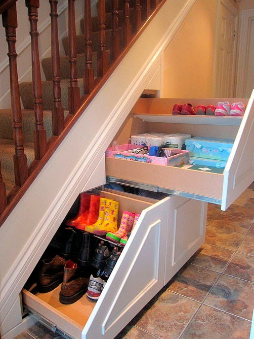 Perfect under stairs storage ideas for small homes - Fabriquer un tiroir coulissant ...