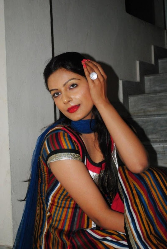 New and Latest Teen Aunty Anjali Hot Photo Stills glamour images