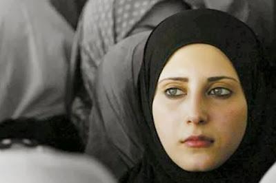 Sharifa Carlo, masuk Islam kerana tipu daya kepada Islam