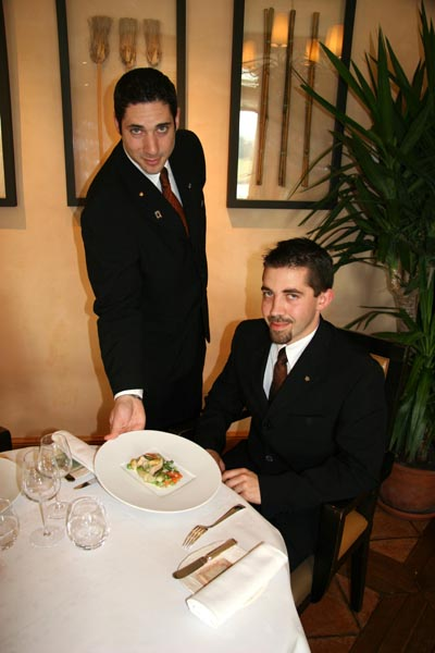 From the inn to the restaurant from the kitchen to the - Service a l assiette ...