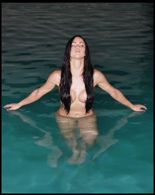 Vea Las Fotos De La Pops Topless Con Flores
