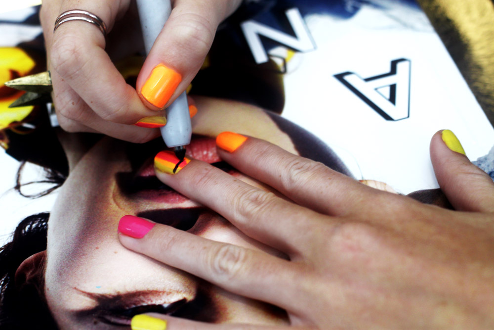 how to draw perfect lines on nails