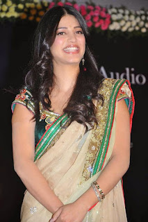 Shruti Hassan Hot in Saree