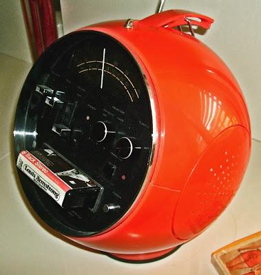 Weltron 2001 Space Ball Radio