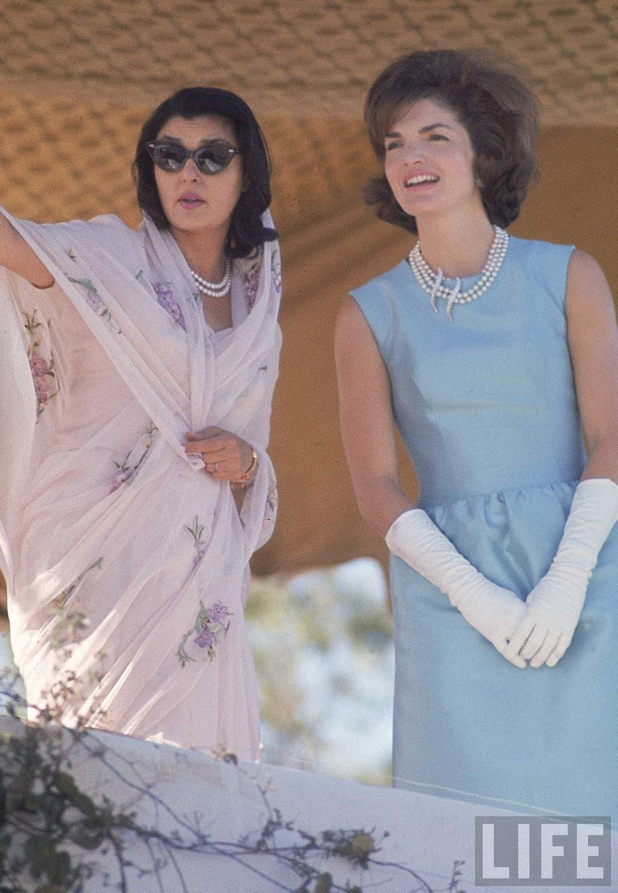 a biography of first lady jackie kennedy Jackie kennedy (jacqueline kennedy onassis) was the wife of john f kennedy, 35th president of the united states jackie kennedy was.