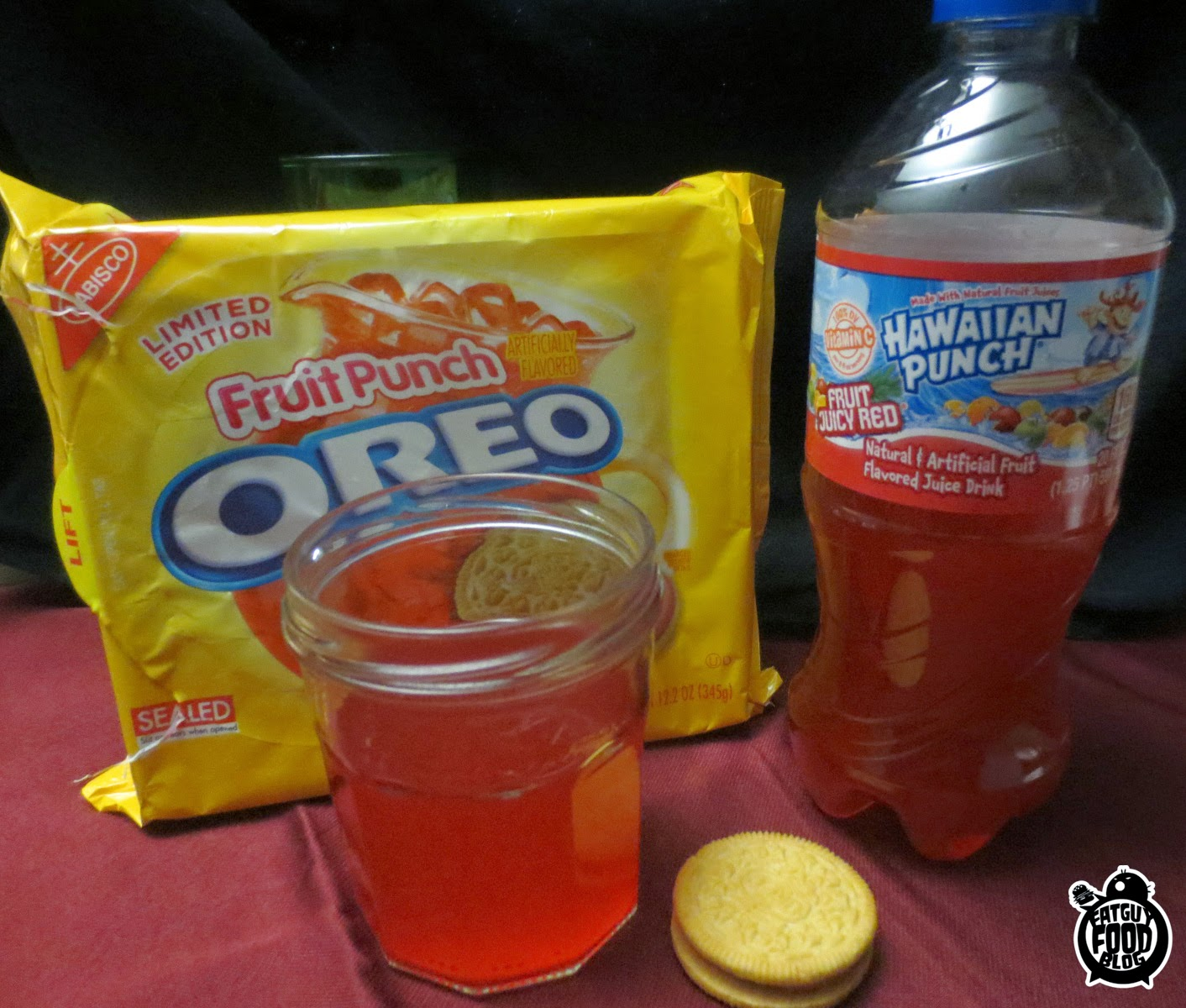 FATGUYFOODBLOG: Fruit Punch AND Berry Oreos!