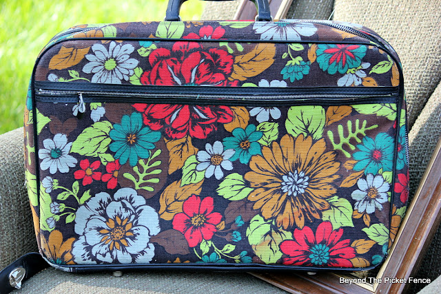 vintage suitcase, luggage, hippie vibe, http://bec4-beyondthepicketfence.blogspot.com/2015/10/small-town-thrifting.html