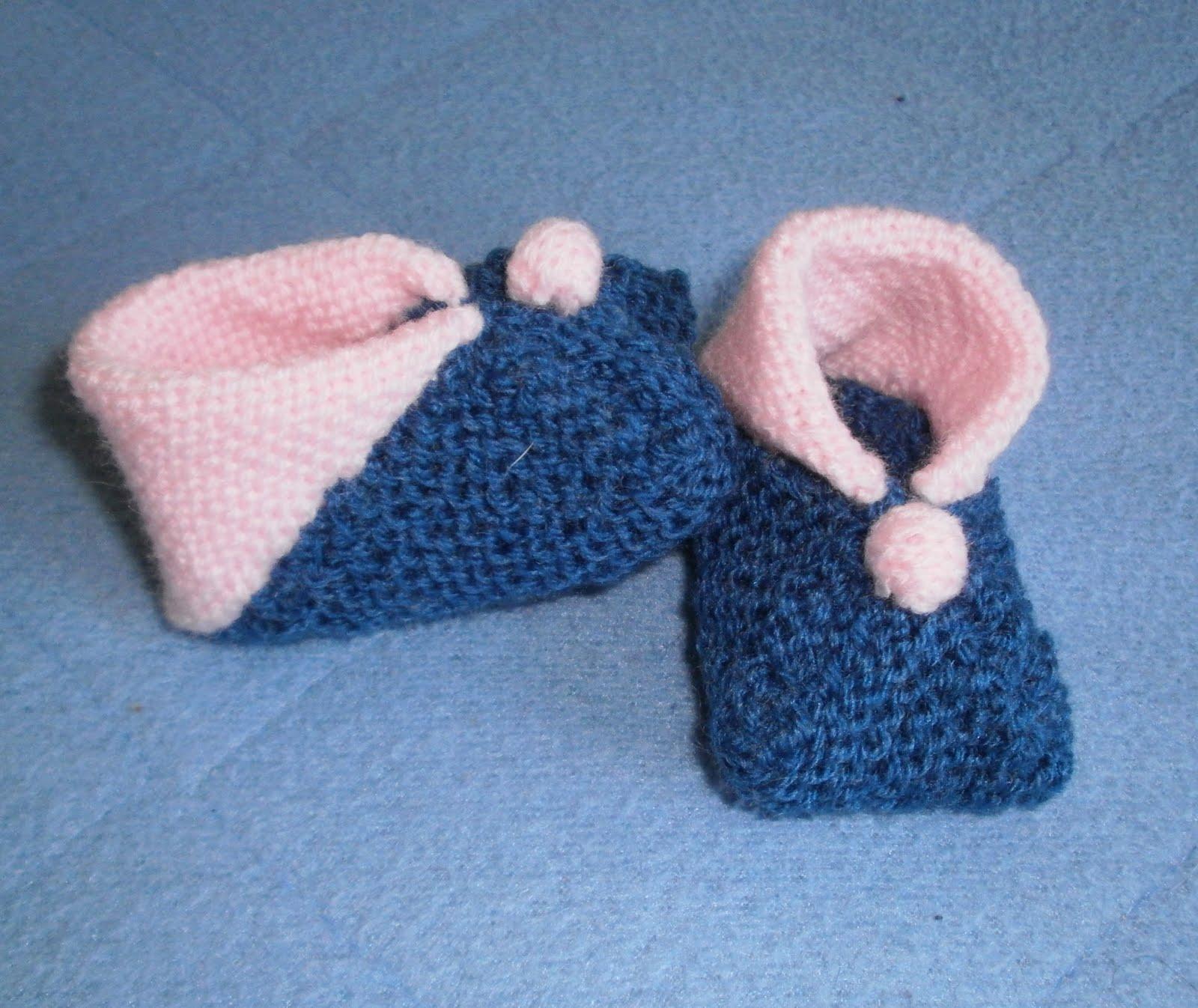 petits doigts chausson b b avec 3 carr s mod le 27. Black Bedroom Furniture Sets. Home Design Ideas