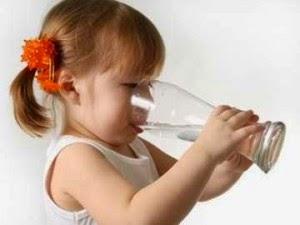 10 Kedahsyatan Manfaat Minum Air Putih di Pagi Hari