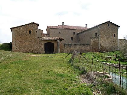 El conjunt de la masia de Campdeparets, des de la banda de ponent