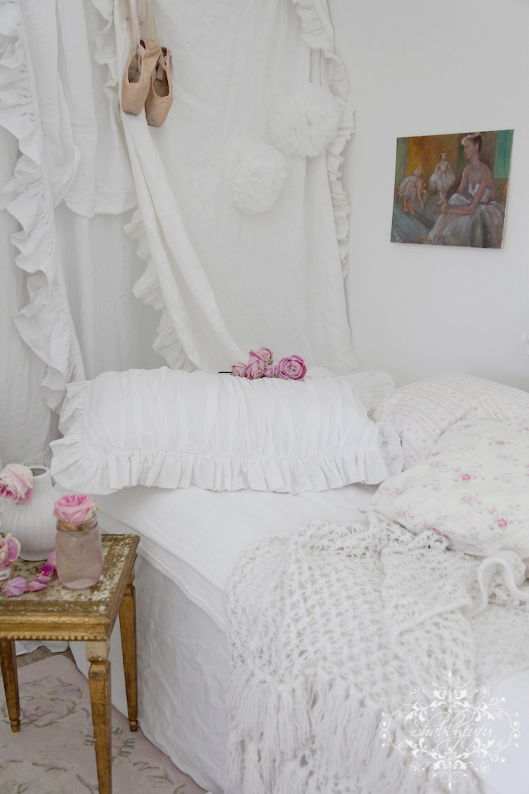 How to create an amazing temporary cheap guest room for Cheap shabby chic bedroom ideas