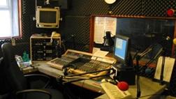 De segunda a sexta das 13h às 15h tem Cival Anjos ao vivo na Capital FM de Salvador